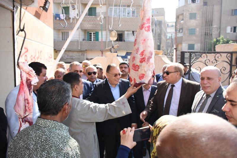 افتتاح محافظ الشرقية لسوق الأشراف بالزقازيق