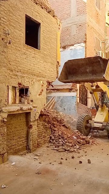 إزالة مبني آيل للسقوط