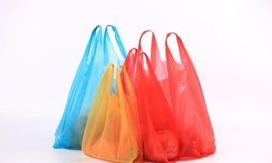 صورة استخدام الأكياس البلاستيكية في تخزين الطعام يسبب ضرر بالإنسان