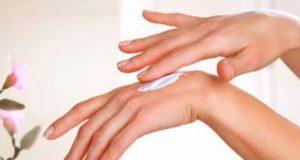طرق للتخلص من جفاف اليدين