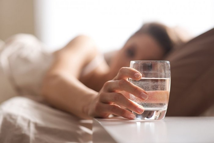 شرب الماء على معدة فارغة في الصباح