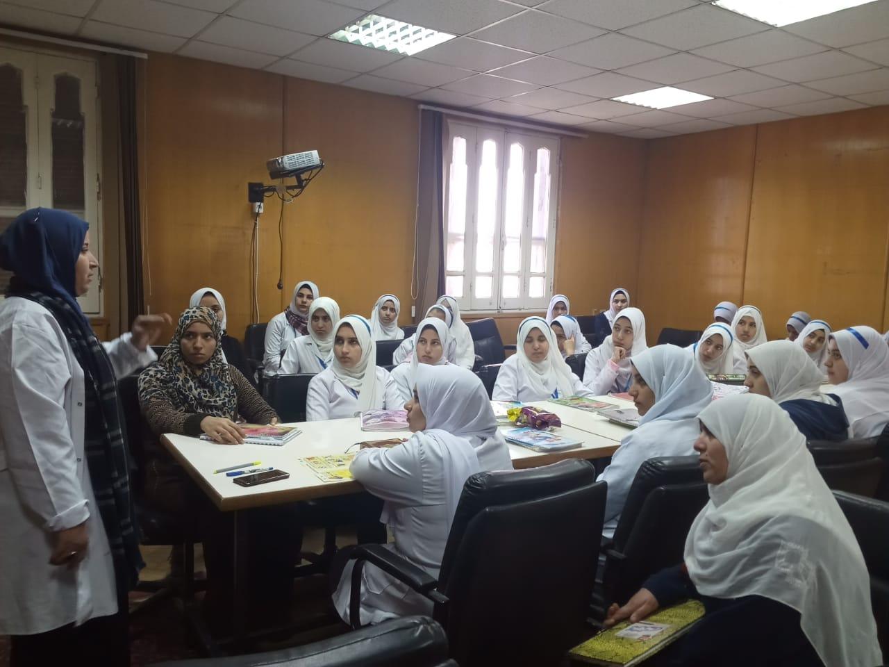 صورة دورة تدريبية لطالبات مدرسة التمريض بمستشفى ههيا