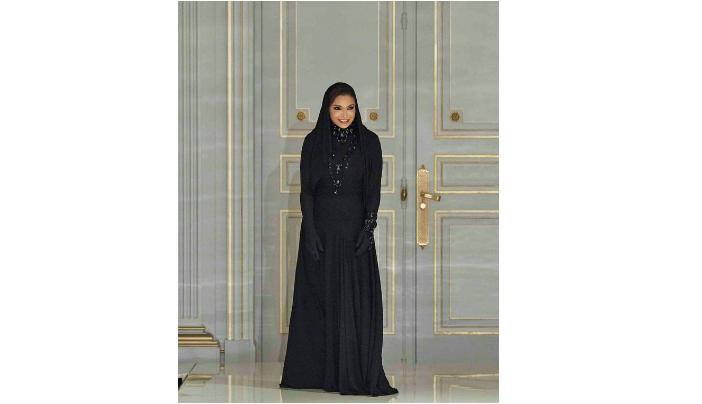 صورة للمرة الأولى مصممة أزياء سعودية في أسبوع الموضة بباريس