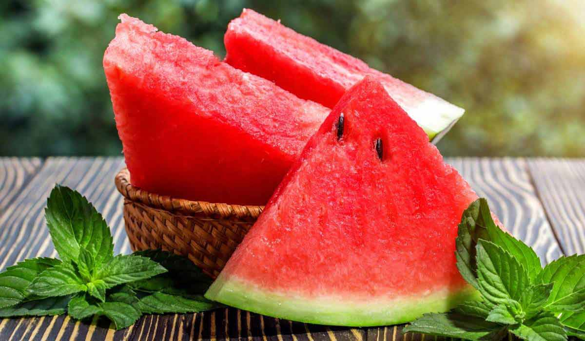 صورة أضرار وفوائد البطيخ