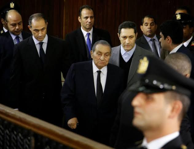 صورة أول ظهور لحسني مبارك بعد إجراءه عملية جراحية