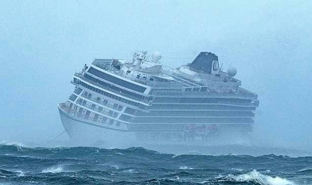 صورة سفينة غامضة تصل من تنزانيا إلى سواحل أيرلندا .. إليك القصة