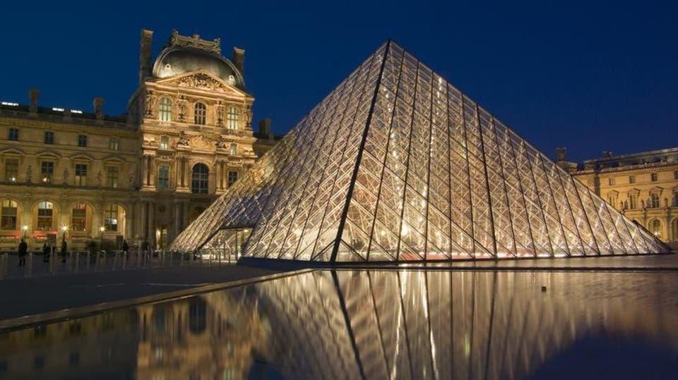 صورة إغلاق متحف اللوفر بباريس والسبب كورونا