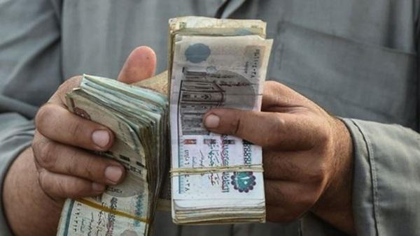 صورة المالية: تقديم موعد صرف مرتبات أبريل للعاملين بالدولة وتطبيق نظام جديد للصرف