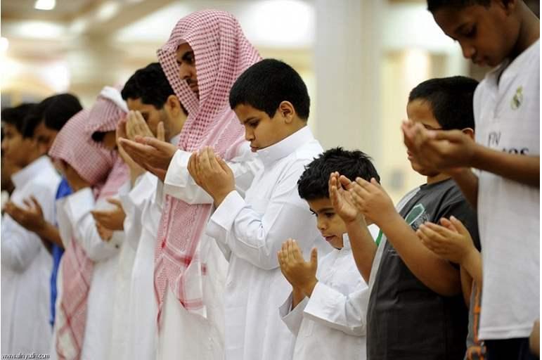 صورة السعودية تحسم الجدل بشأن صلاة التراويح والعيد