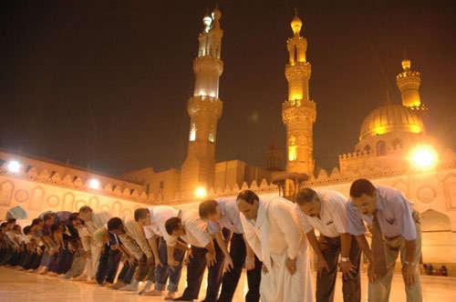 صورة دار الإفتاء تحسم موقف صلاة التراويح في رمضان