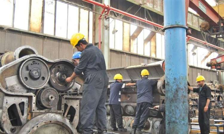 صورة وزير النقل يمنح العمالة المؤقتة بالسكة الحديد 500 جنيه بمناسبة رمضان