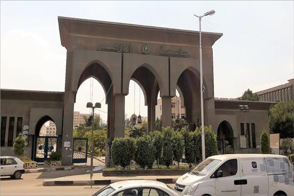 صورة قيادات جامعة الأزهر يتبرعون براتب شهر لصندوق تحيا مصر لمكافحة كورونا