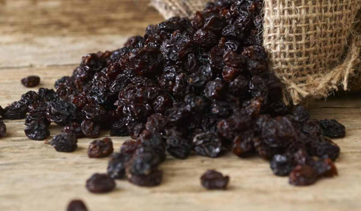 فوائد العنب الأسود المجفف