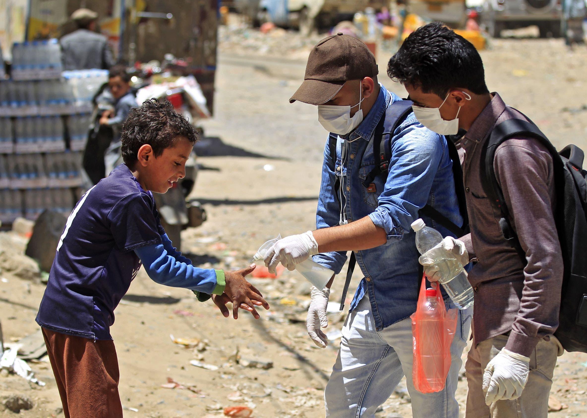 صورة كورونا تتسبب في وقف اطلاق النار في اليمن