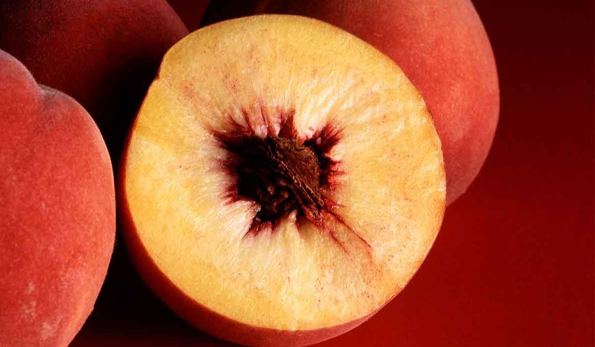 صورة فوائد الخوخ للبشرة الدهنية