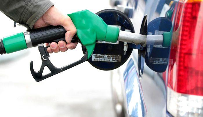 صورة فرض رسوم جديدة على البنزين والسولار