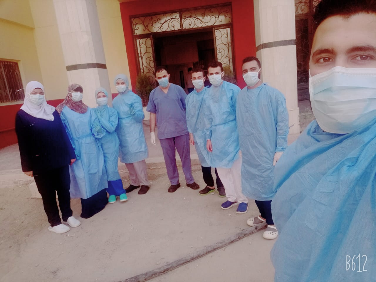 صورة مستشقى العزل بالزقازيق يودع 6 مصابين بعد الشفاء بالزغاريد