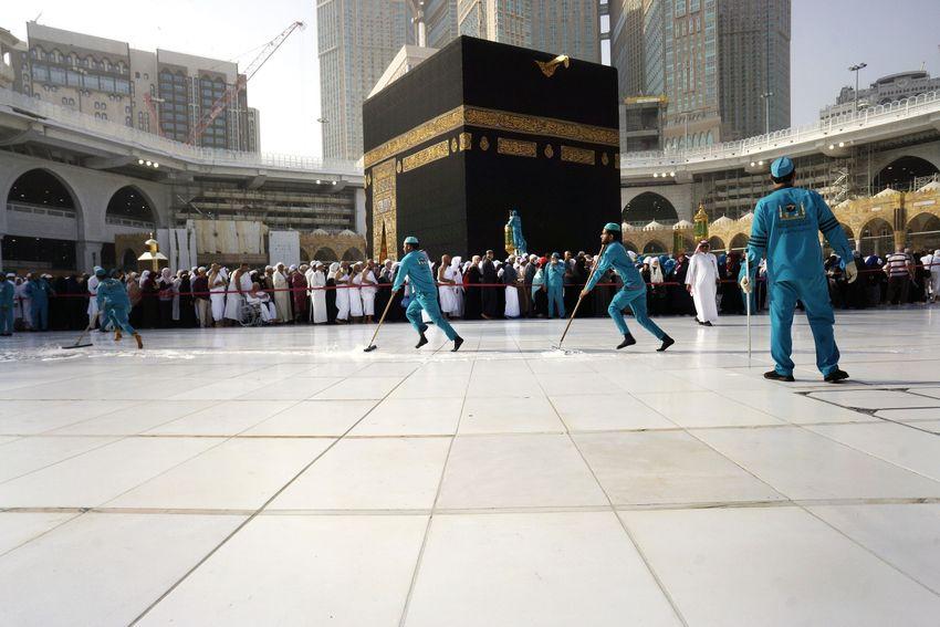 صورة السعودية تفتح مساجد مكة المكرمة الأحد القادم