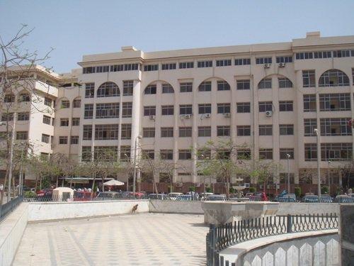 قسم العزل بمستشفى الأحرار التعليمي بالزقازيق بمستلزمات طبية ووقائية