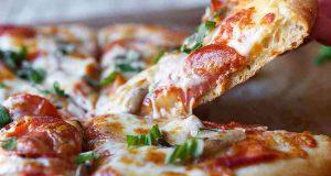 طريقة عمل البيتزا الإيطالية بطريقة سهلة في البيت