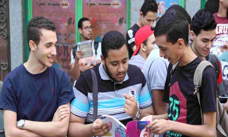 من إصابة 1000 طالب يوميًا.. الأطباء تطالب السيسي بتأجيل امتحانات الثانوية