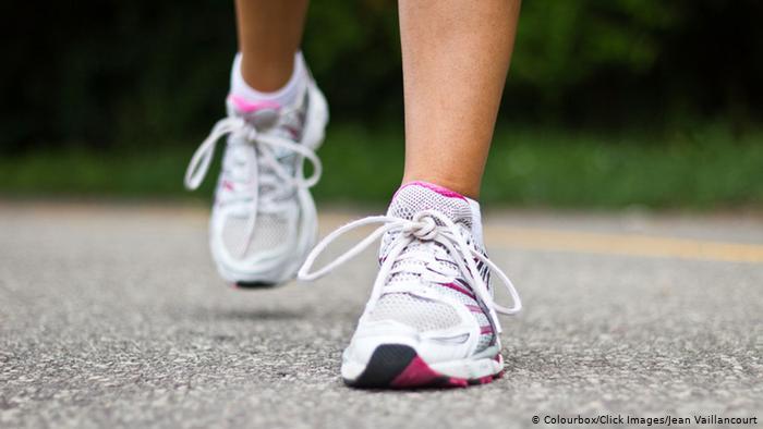 يمكن للأحذية أن تنقل فيروس كورونا؟ الصحة العالمية تجيب