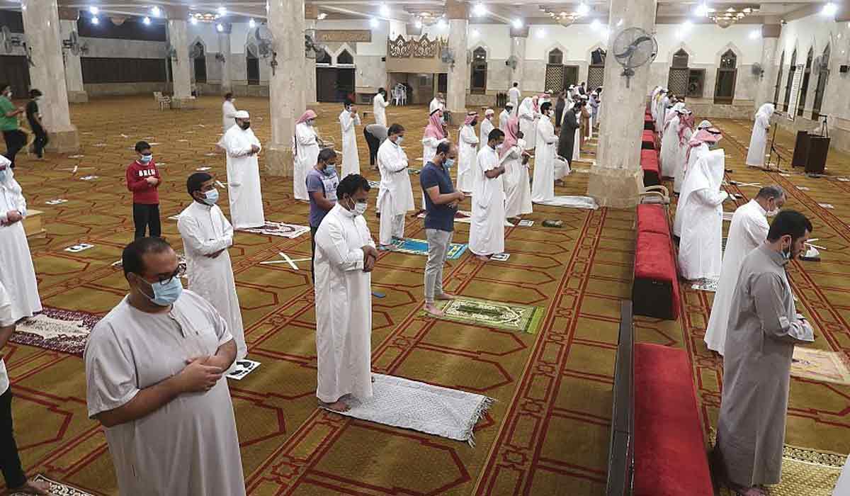 صورة وزير الأوقاف يوجه رسالة للمواطنين بعد فتح المساجد