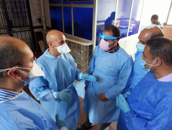 صورة وكيل صحة الشرقية يتفقد قسم العزل بمستشفى أبوحماد ويشدد على ارتداء الواقيات الشخصية
