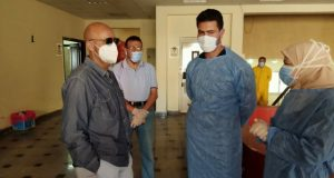 وكيل وزارة الصحة بالشرقية يتابع سير العمل بمستشفى العزل بالزقازيق