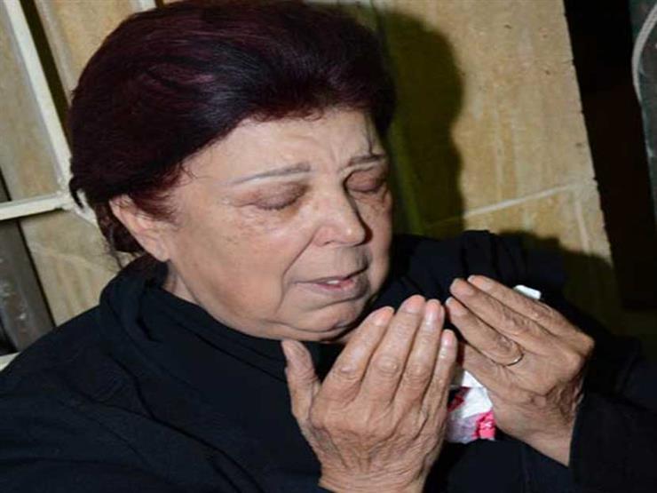 صورة حشرات وتكسير .. ماذا يحدث في قبر رجاء الجداوي؟  ابنتها تكشف التفاصيل