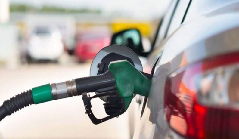 صورة الحكومة تحسم مصير أسعار البنزين خلال أيام.. فما هي توقعات الخبراء؟