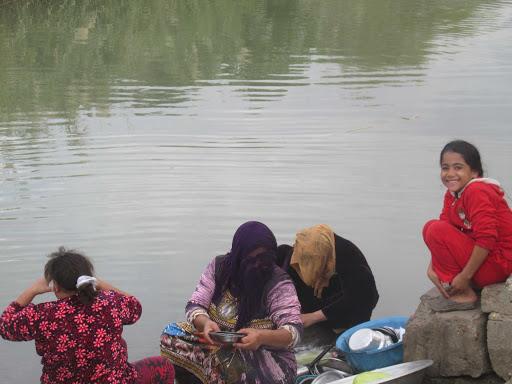 صورة مصرع سيدة من ذوي الإحتاجات الخاصة غرقا أثناء غسيل الأواني في الشرقية