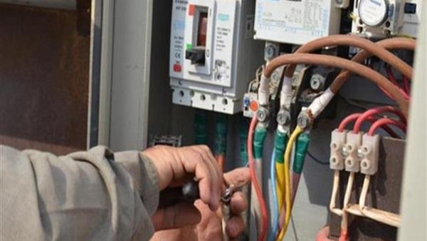 صورة تغليظ عقوبة سرقة التيار الكهربائي.. الحبس سنة وغرامة 200 ألف