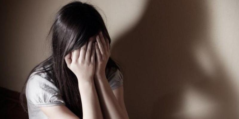 صورة فتاة تعترف على والدتها: زوجتني 17 رجلا في 8 أشهر.. والليلة بـ1000 جنيه