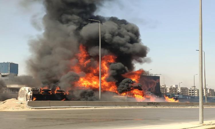 صورة حادث مروع على الطريق الدائري واشتعال النيران في سيارة