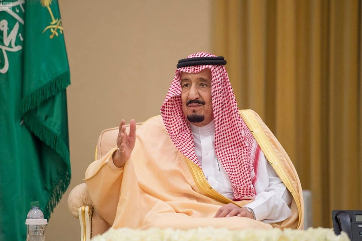 صورة الملك سلمان يبعث برسالة عاجلة إلى ولي عهد الكويت