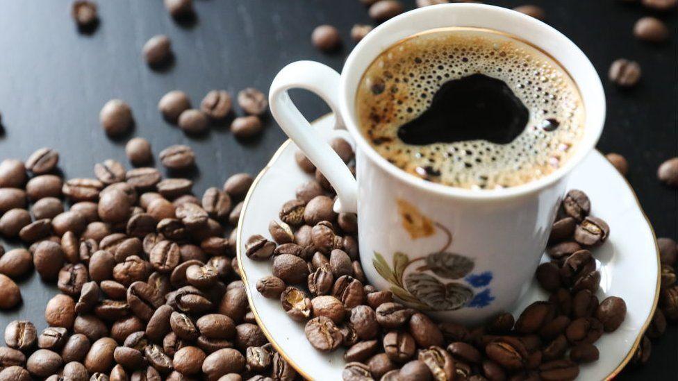 ينصحون بوضع الملح على القهوة.. ويكشفون السبب