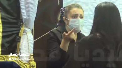 صورة اتفضلي اطلعي برا.. رانيا محمود ياسين توضح حقيقة خلافها مع ابنة رجاء الجداوي في عزاء والدها