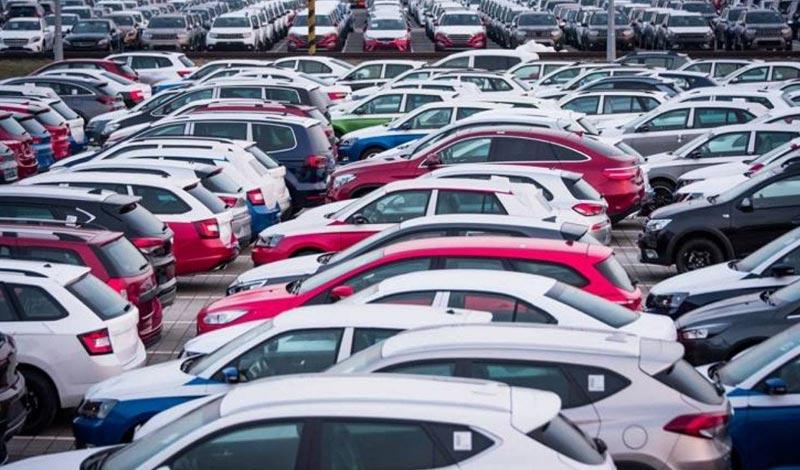 الجمارك تعرض 51 سيارة للبيع