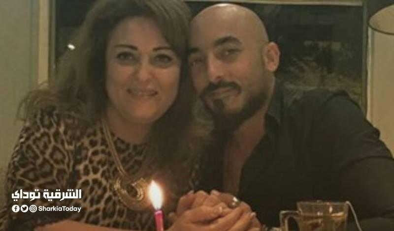 عنبر مع ابنها