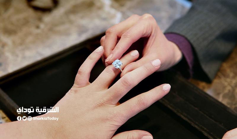 يقترض من زوجته المال للزواج بامرأة ثانية
