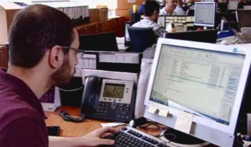 طبيب يحذر مستخدمي أجهزة الكمبيوتر