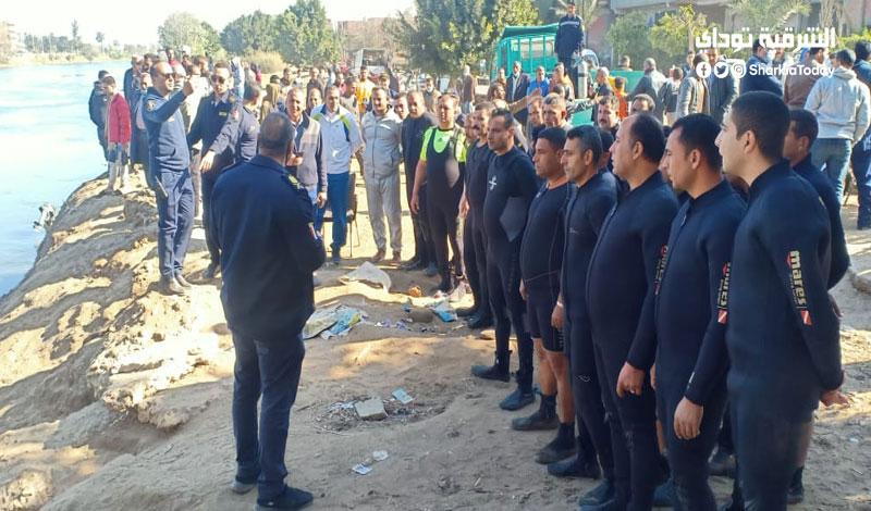 11 ضابط و40 غواص للبحث عن جثة شاب سقط بترعة الإسماعيلية في الشرقية