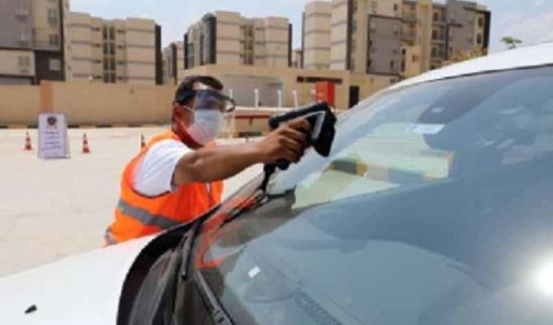 تحذير قائدي السيارات بشأن الملصق