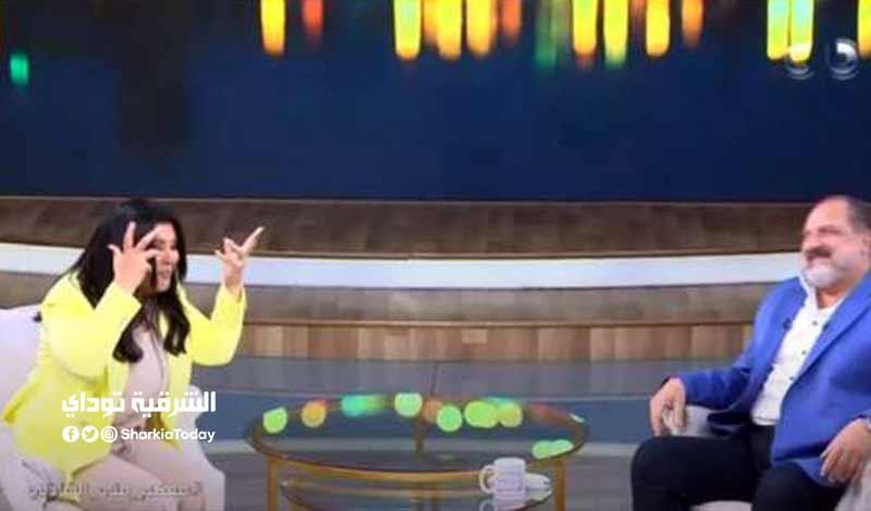 خالد الصاوي يقبل يد منى الشاذلي