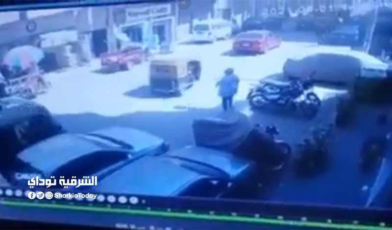 تكشف ملابسات فيديو لموظف يدهس سيدة بسيارته في الزقازيق.. وتضبط المتهم