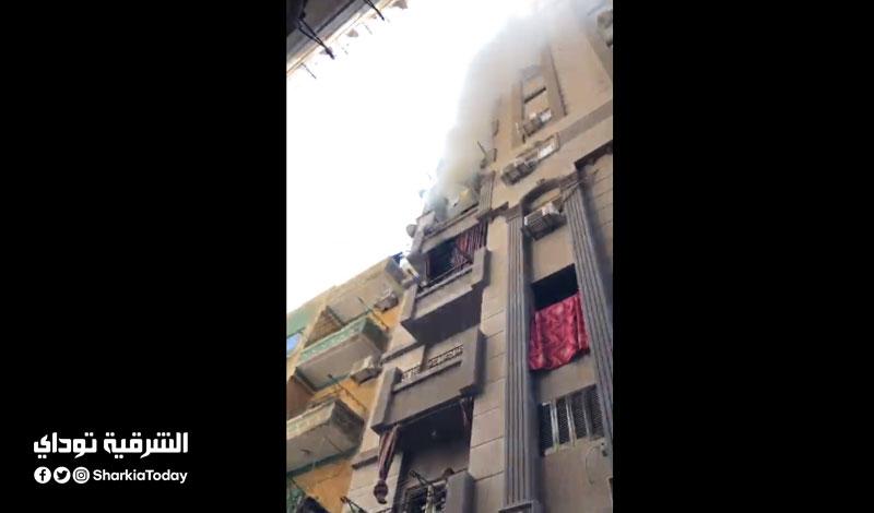 """حريق هائل بشقة في الزقازيق يثير الرعب بين المواطنين """"فيديو وصور"""""""
