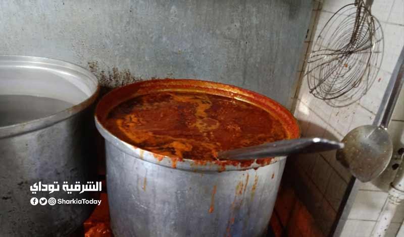 3 طن أغذية فاسدة في مطعم شهير بـ الزقازيق صور 10