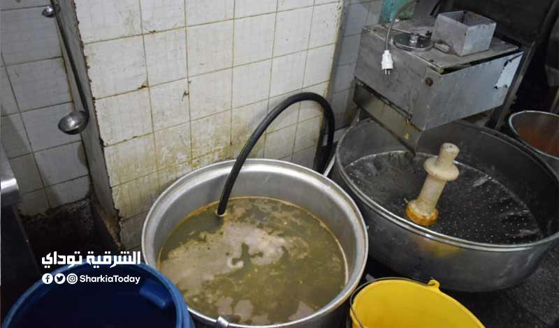 3 طن أغذية فاسدة في مطعم شهير بـ الزقازيق صور 9